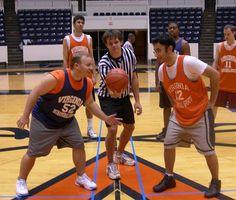Como ganhar uma bola ao alto no basquete