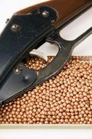 Como ajustar a potência de disparo de uma arma de chumbinho
