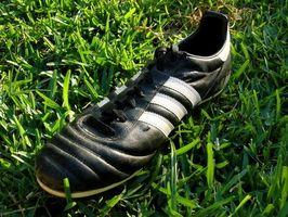 Como cuidar de Kangaroo couro futebol chuteiras