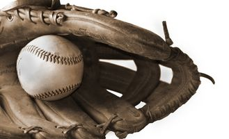 Como apertar uma luva de Softball