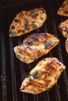 Branqueamento de frango antes de grelhar