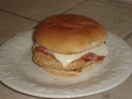 Como fazer um sanduíche de frango Cordon Bleu