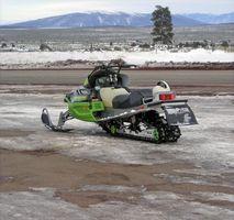 Como drenar um tanque de gás em um Snowmobile