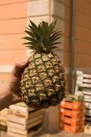 A melhor maneira de descascar um abacaxi