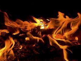 Como iniciar um fogo com lenha de carvalho