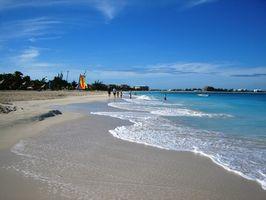 Qual é o clima nas Bahamas em agosto?