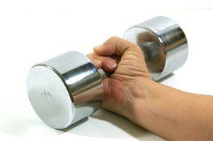 Exercícios para fazer com pesos da mão para construir músculos fortes