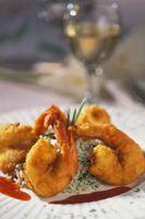 Fritar camarão em uma massa leve ou Flour