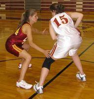 Como executar um-e-One Box defesa basquete Zona