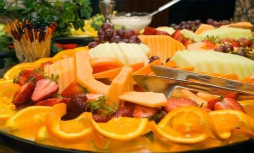 Como preparar uma bandeja de frutas bonita