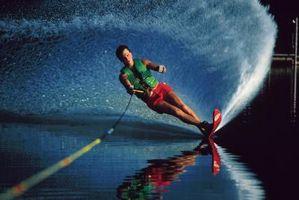 Como fazer cortes rápidos sobre esquis aquáticos