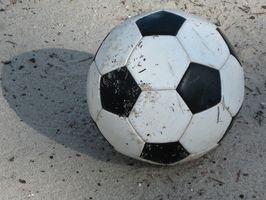 Que materiais são usados para fazer uma bola de futebol?