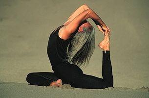 Como Prevenir e problemas de coluna correta com Yoga