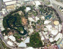 Quais são os temas em Disneyland?