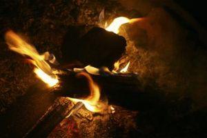 Como iniciar um fogo com uma corda e um Bow
