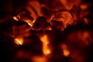 Como cozinhar com carvão vegetal caseiro