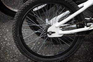 Como substituir traseiro rolamentos de roda em um BMX