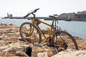 Quais são as diferenças entre Dirt Bikes & Motos pedal?