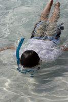 Como nadar com uma máscara Snorkel