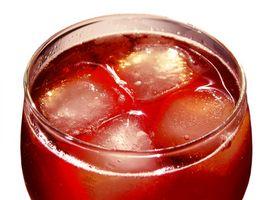 Os perigos da mistura de Coca-Cola & Bebidas do álcool