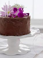 Como decorar bolos com flores silvestres