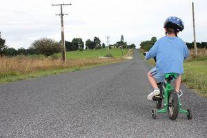 Como instalar supercycle Kidz rodas de treinamento
