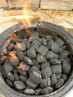 Como churrasco com carvão vegetal