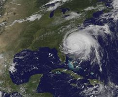 Quais são alguns efeitos positivos de um furacão?