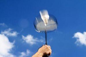 Que material é bom para uma raquete de badminton?