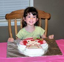 Como decorar um bolo de aniversário dos desenhos animados