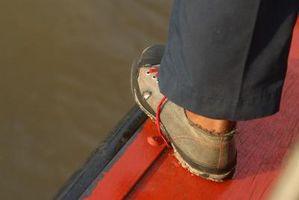 Como cuidar de sapatos de barco