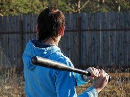 Como bater um bastão de beisebol de madeira